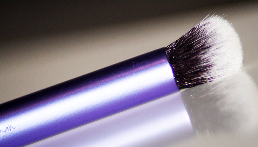 deluxe-crease-brush-real-techniques