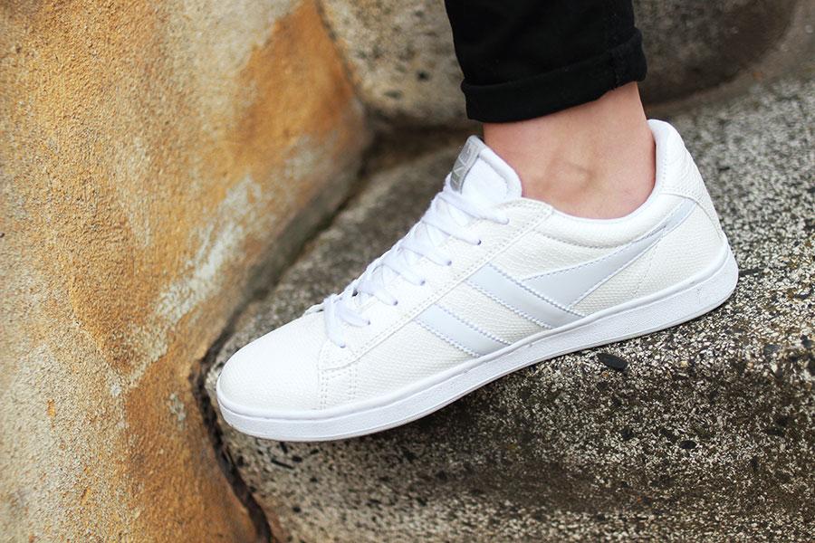 outfit-gola-sneakers-guess-blumen-blousson-jacke