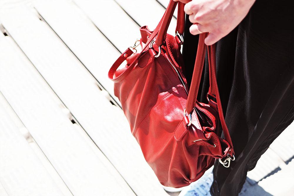 Segel-Outfit-Pinkpetzie-rote-leder-tasche