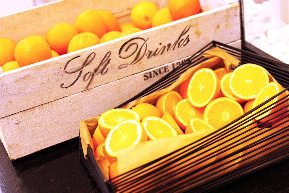 fruehstueck radisson blu hotel orangen rosegold marble. Black Bedroom Furniture Sets. Home Design Ideas