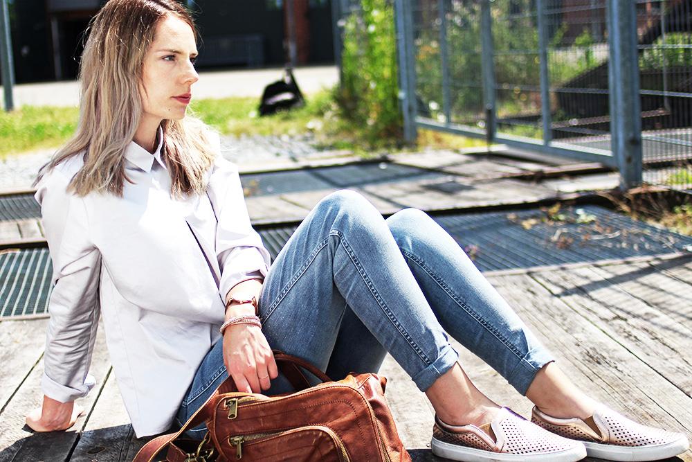Pinkpetzie-outfit-bluse-jeans-sitzend