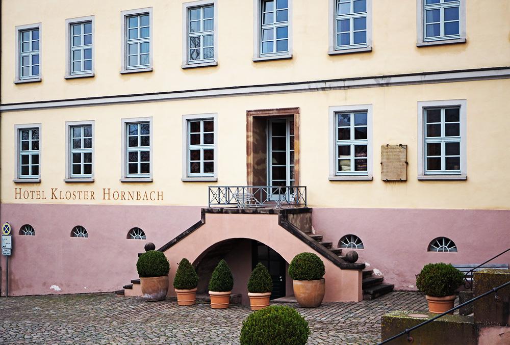 Hotel Kloster Hornbach in der Südpfalz – Rosegold & Marble