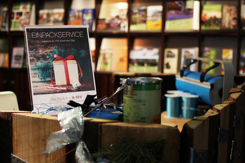 outlet-center-zweibruecken-charity-einpackservice-weihnacht-geschenke