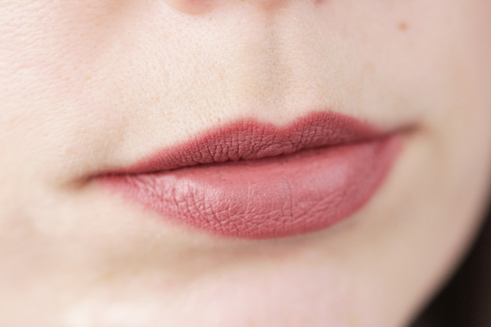 Charlotte Tilbury Pillow Talk Lippenstift Tragebild