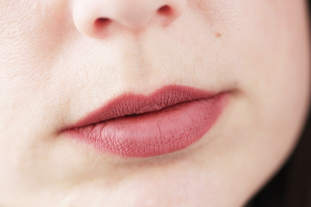 Charlotte Tilbury Lip Cheat Pillow Talk Tragebild