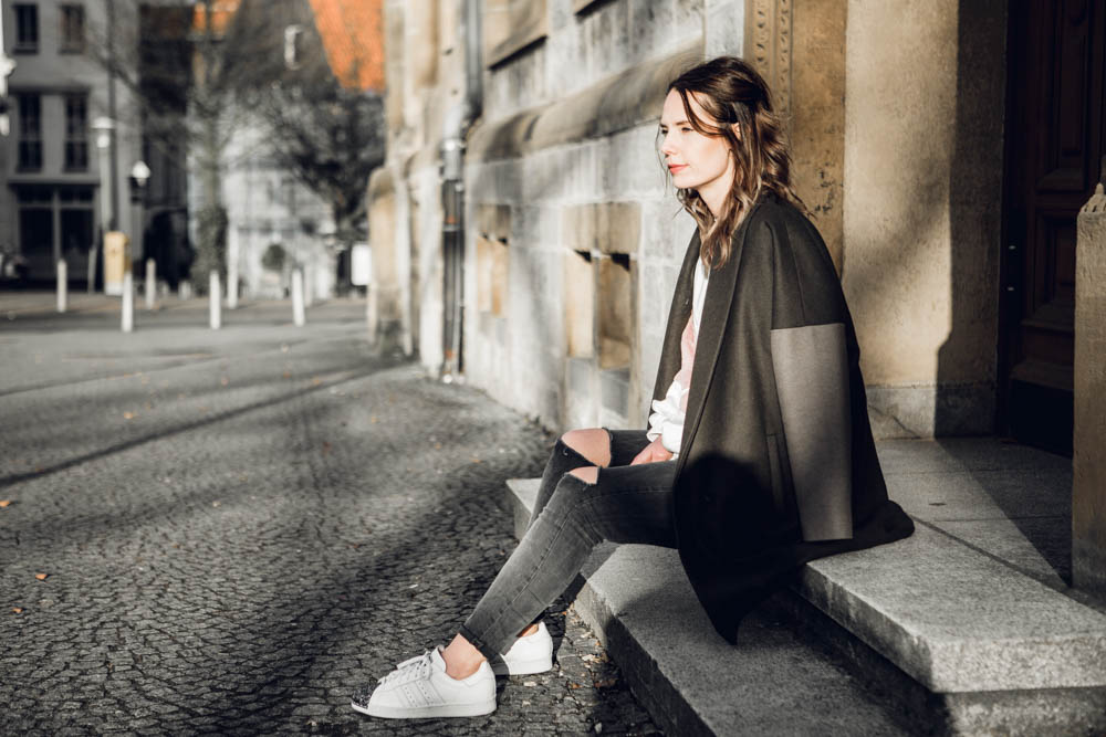 Blogger Sweater Zara AllSaints Mantel