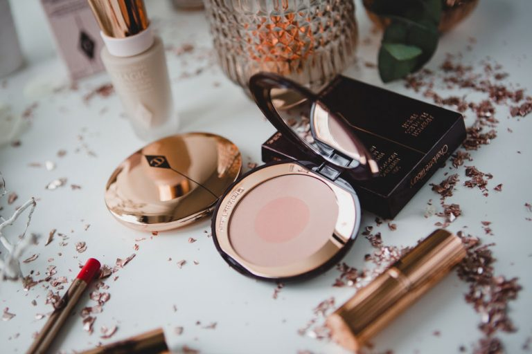 First Love von Charlotte Tilbury Cheek to Chic Blush