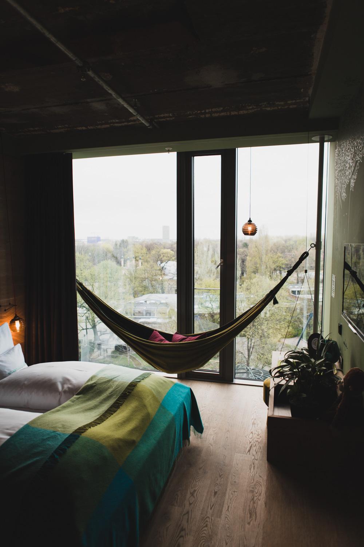 Hängematte, Blick aufs Affengehege, 25hours Hotel Berlin