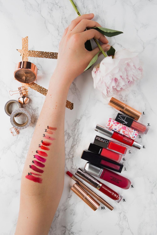 10 Lippenstifte für den Sommer, sommerliche Lippenstifte, Swatches von Charlotte Tilbury, Chanel, Clinique und Nars