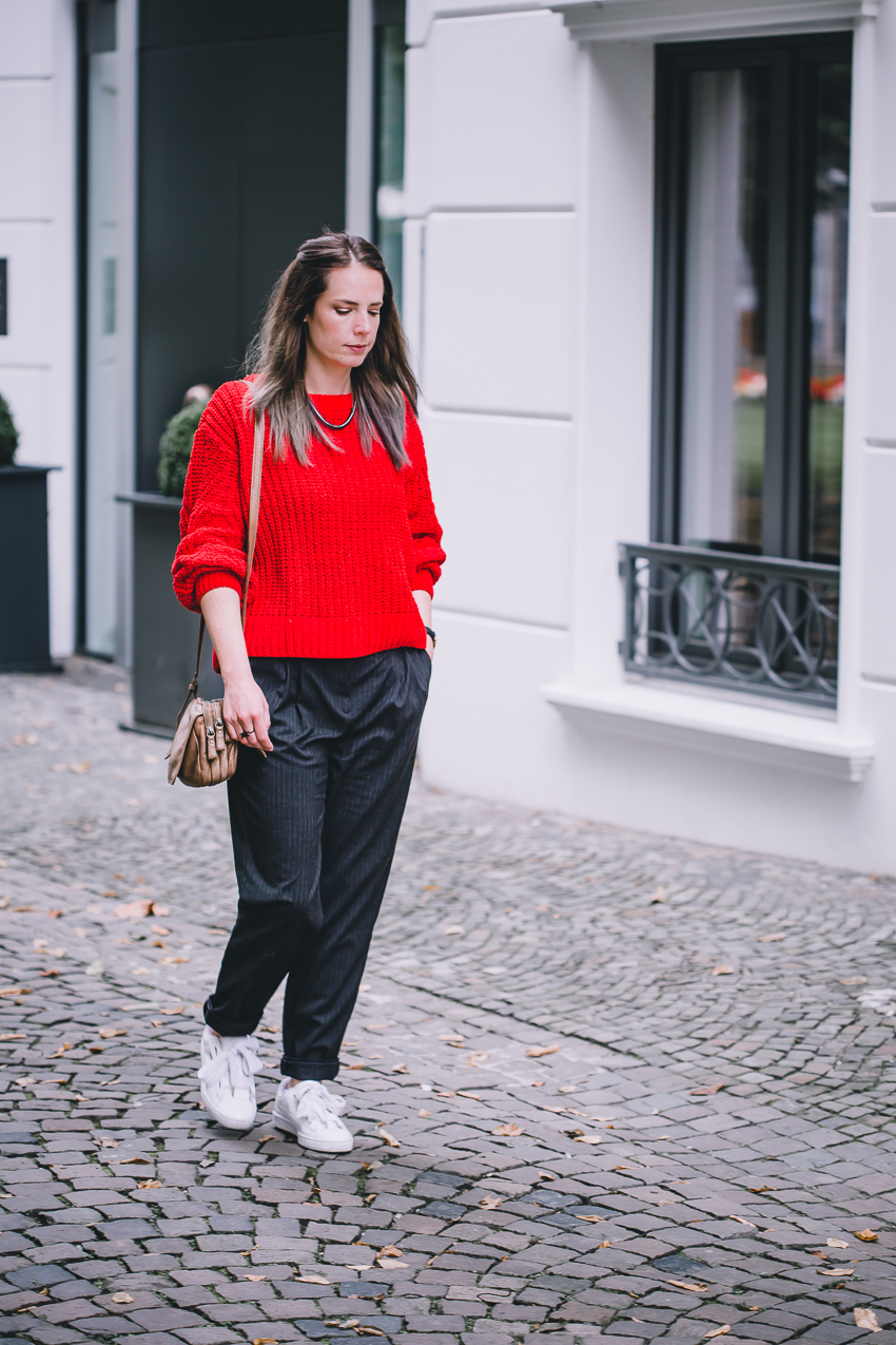 Herbstoutfit zum Make Up roter Pulli