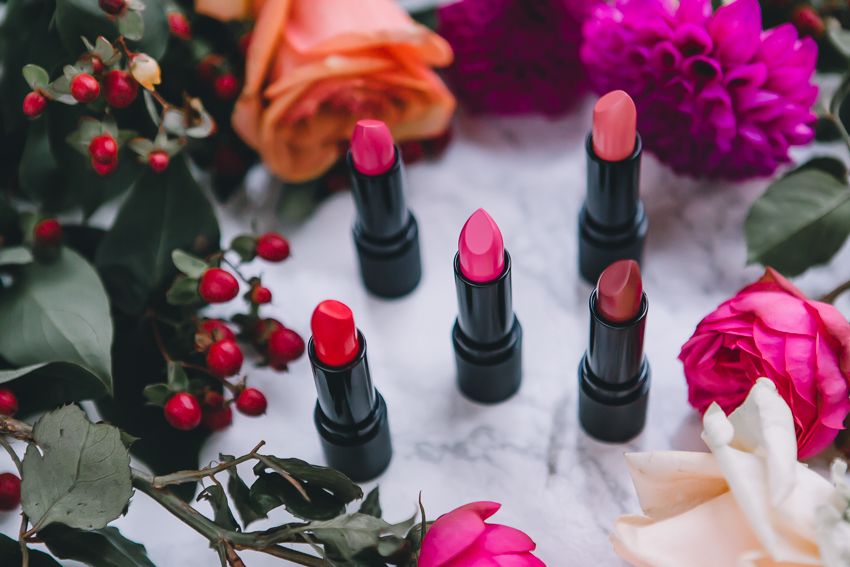 Luxe-Shine Lipsticks von bareMinerals Flash, Rebound, Biba, Elite und Tees
