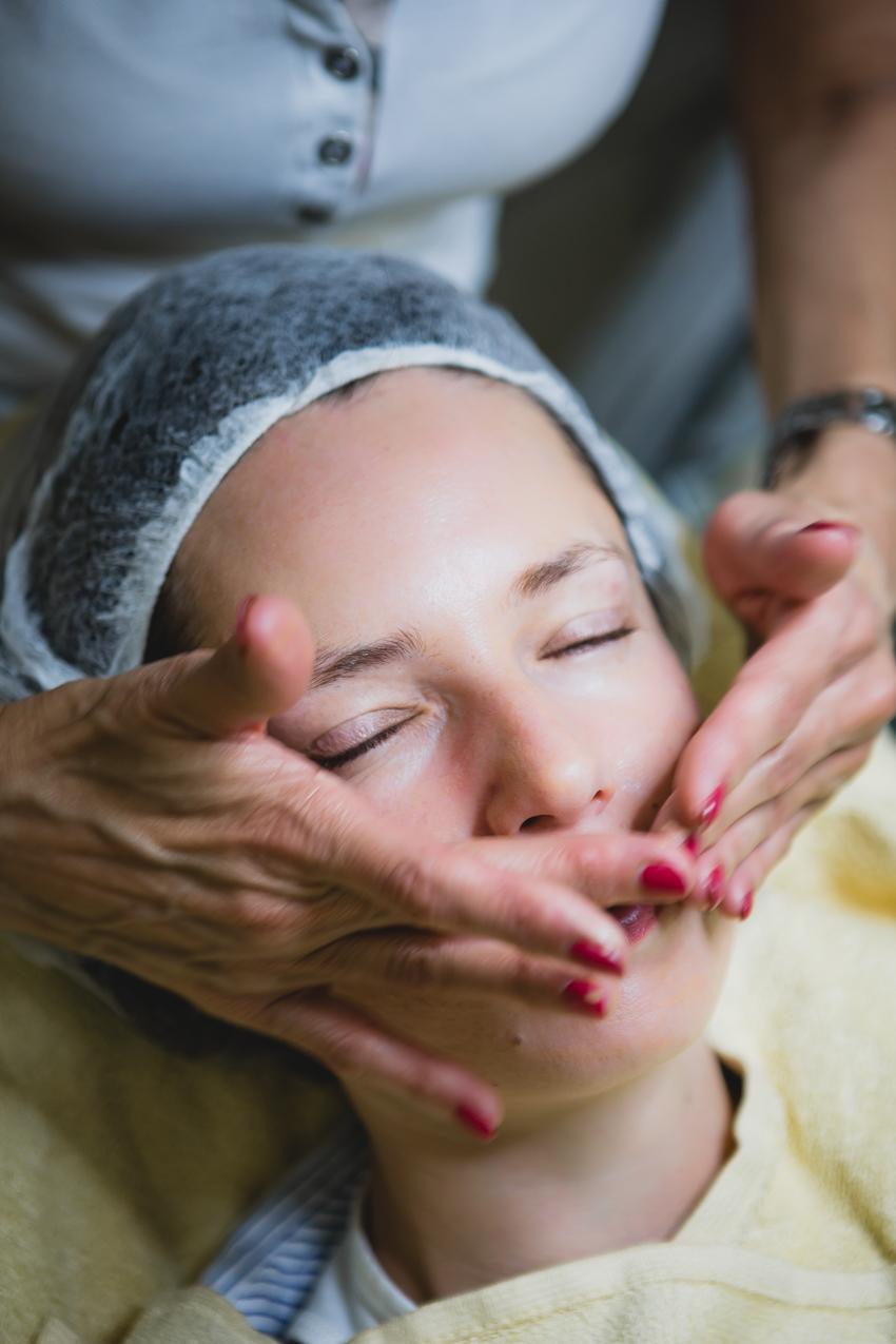 Glattere straffere Haut und weniger Falten