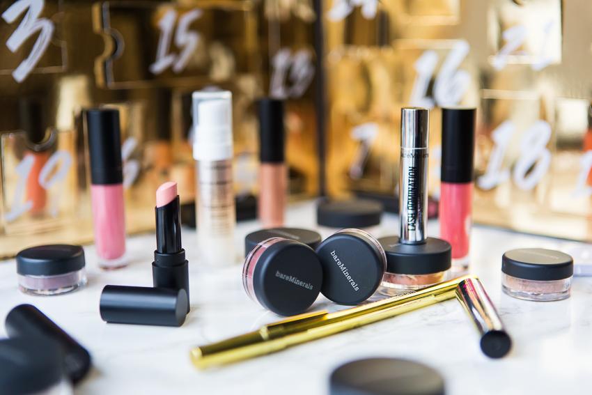 Beauty Adventskalender mit Lippenstiften, Lidschatten und Pudern