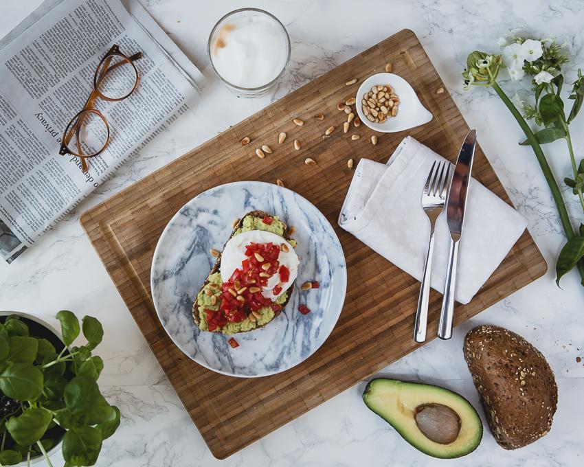 Pochierte Eier auf Avocado Toast Rezept, Anleitung und Video