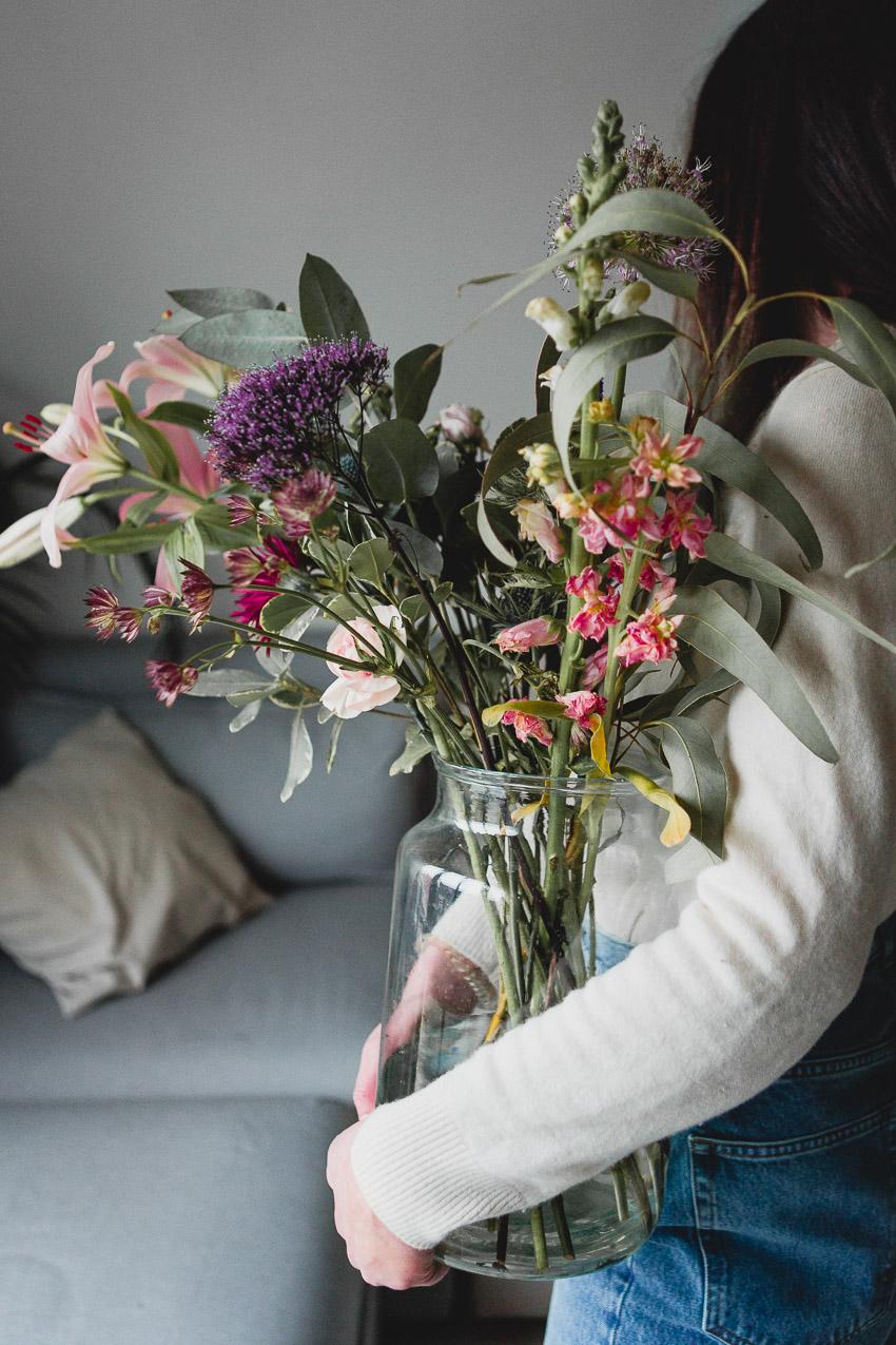 Frische Blumen im Blogger Home Office
