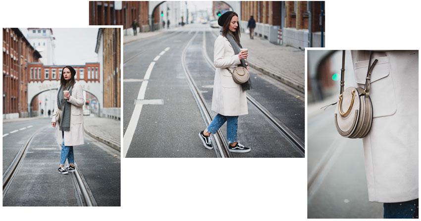 Hellen Mantel lässig stylen mit Vans und Jeans