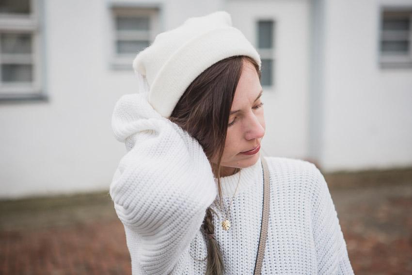 Weißen Pullover kombinieren: Stylingideen für einen weißen Pulli