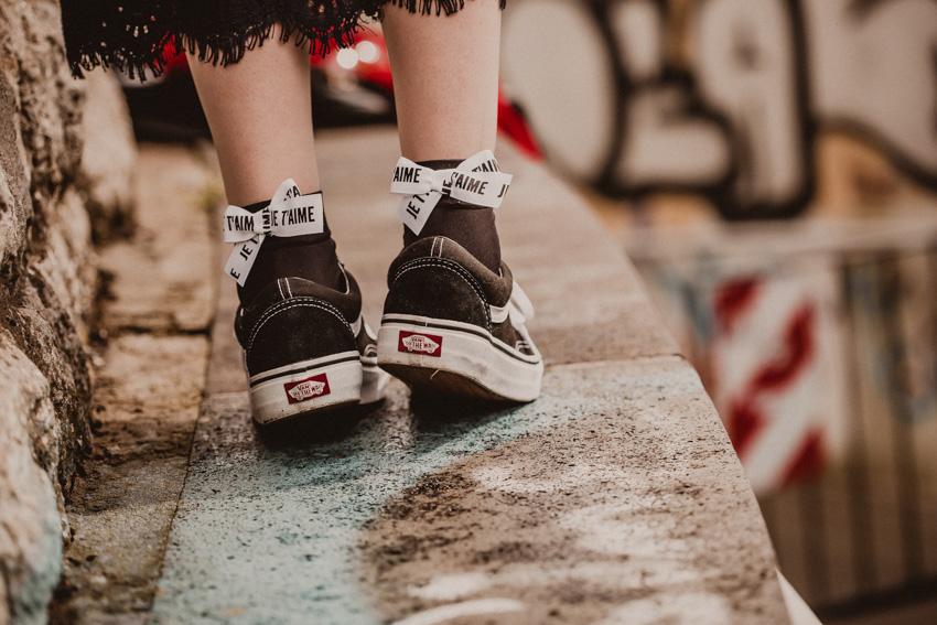 Schleifen Socken mit Sneakers kombinieren