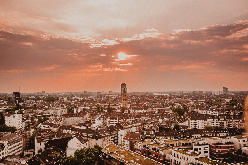 Aussicht 25hours Das Tour in Düsseldorf Dachterrase Bar und Restaurant