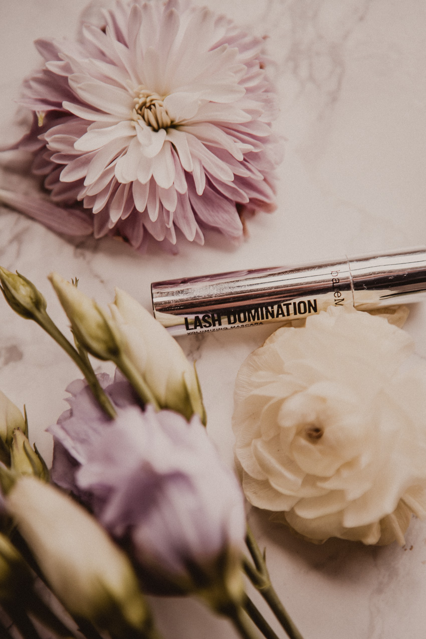 Lash Domination Mascara von bareMinerals leichtes Make Up für Mischhaut