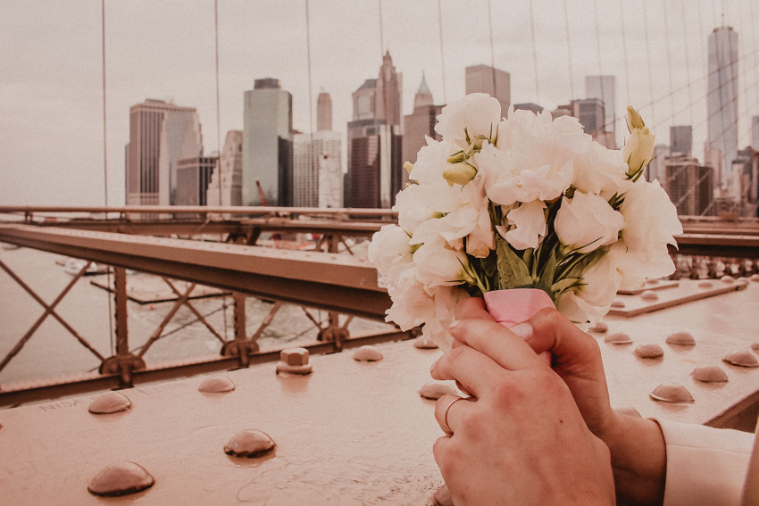 Heiraten in New York Brautstrauß mit Pfingstrosen