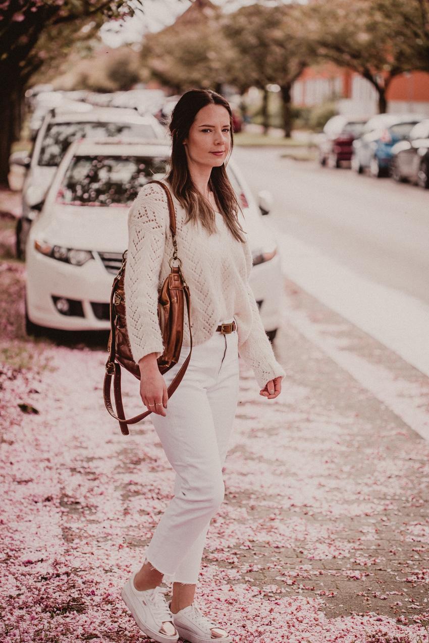 helle Hose heller Pullover outfit modeblog aus Bielefeld